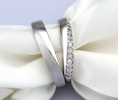 Merveilleux Sterling Silver CZ His And Hers Matching Wedding Bands